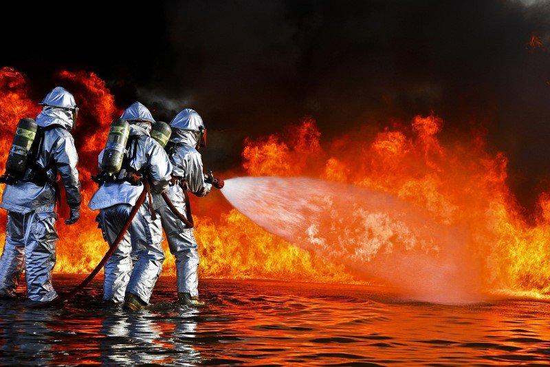 כיבוי אש - לוחמי אש בפעולה