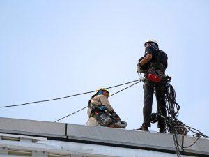 עבודה בגובה על גג