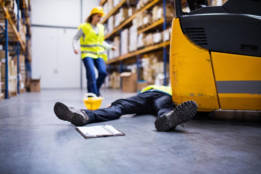 עובד נפגע מפגיעת מלגזה