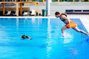 בטיחות בריכות שחייה